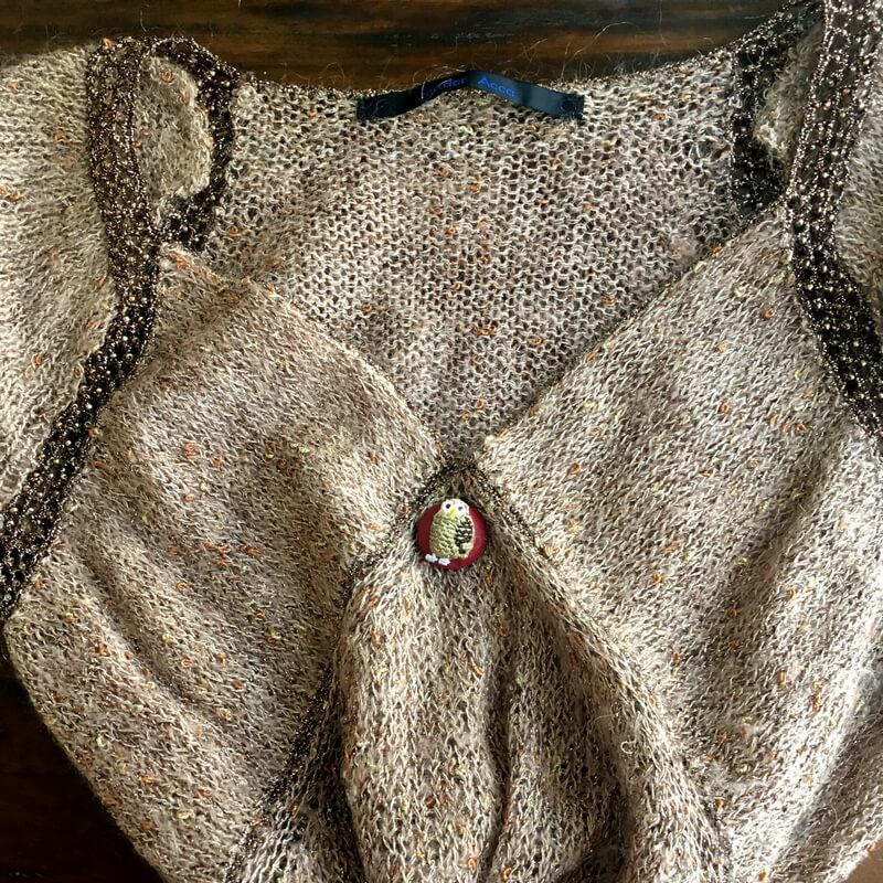 フクロウ22刺繍ボタンニット