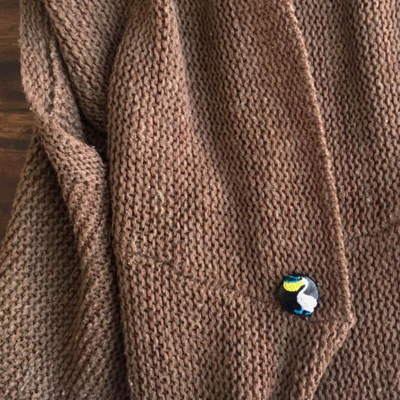 ペリカン22刺繍ボタンニット