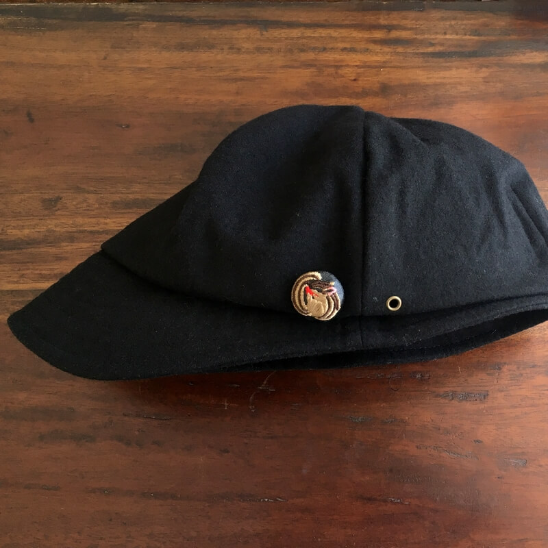 リス22刺繍ボタン帽子