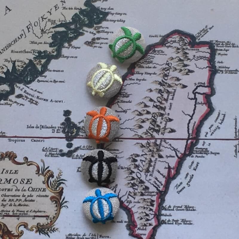 ホヌ22刺繍ボタン地図